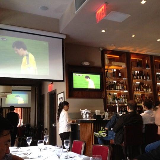 Das Foto wurde bei Opal Bar & Restaurant von Raymond L. am 6/15/2012 aufgenommen