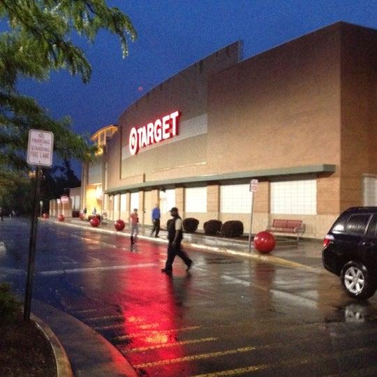 Снимок сделан в Target пользователем Derek B. 5/25/2012