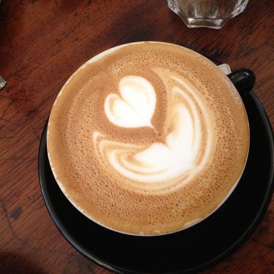 5/19/2012 tarihinde Anna B.ziyaretçi tarafından Kaffeine'de çekilen fotoğraf