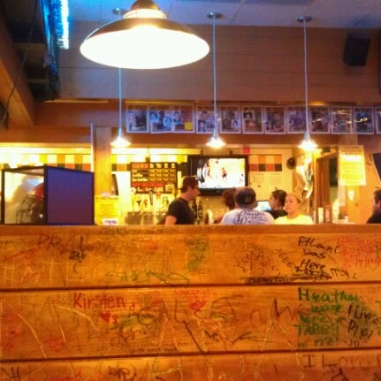 7/6/2012にJ.C. C.がWoodstock's Pizzaで撮った写真