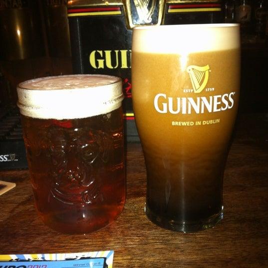 Foto tirada no(a) Tigin Irish Pub por Danny F. em 6/27/2012