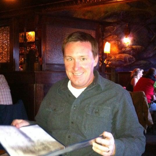 Foto tomada en Southridge Seafood Grill por Scott R. el 3/12/2012