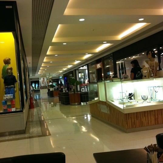 2/18/2012 tarihinde Ana E.ziyaretçi tarafından Goiânia Shopping'de çekilen fotoğraf
