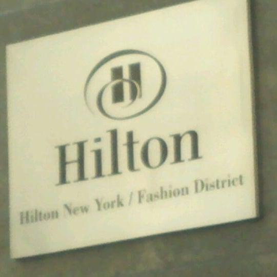 5/12/2012 tarihinde John P.ziyaretçi tarafından Hilton New York Fashion District'de çekilen fotoğraf