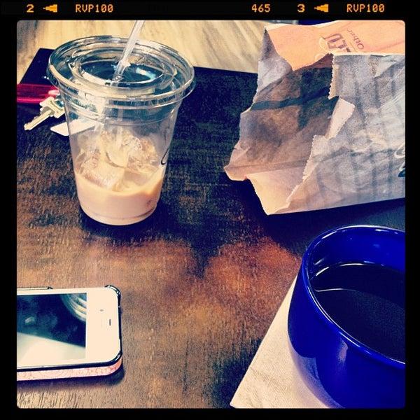 Foto tirada no(a) Accelerando Coffee House por Candace J. em 4/6/2012