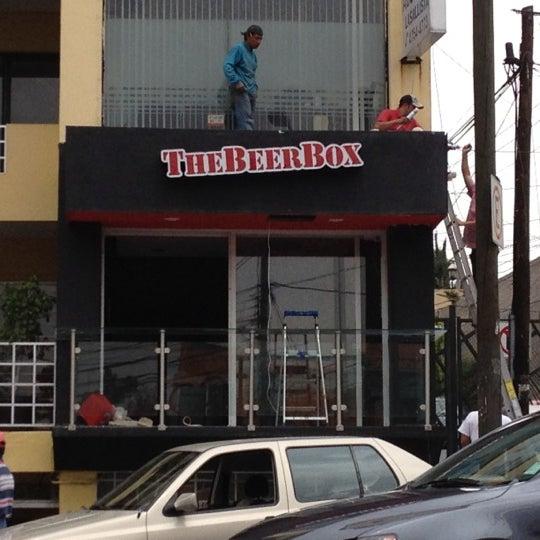 Foto tirada no(a) The Beer Box por Mauricio R. em 4/2/2012