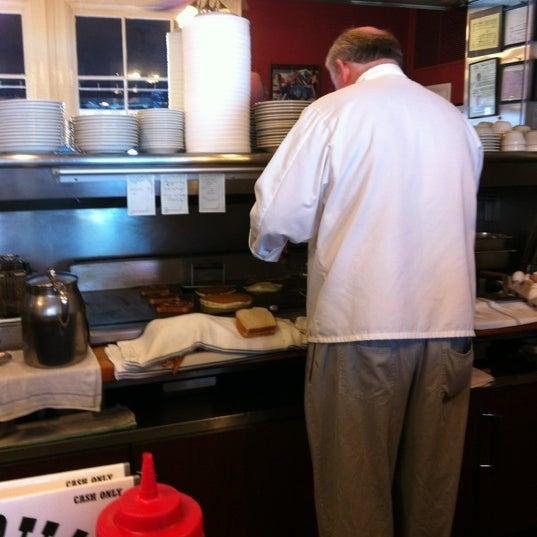 Foto tirada no(a) Pete's Grille por Lauren K. em 4/15/2012