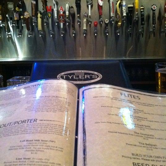 รูปภาพถ่ายที่ Tyler's Restaurant & Taproom โดย Vanessa O. เมื่อ 9/9/2012
