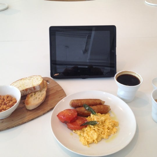 รูปภาพถ่ายที่ MAKE Business Hub โดย Omar B. เมื่อ 5/2/2012