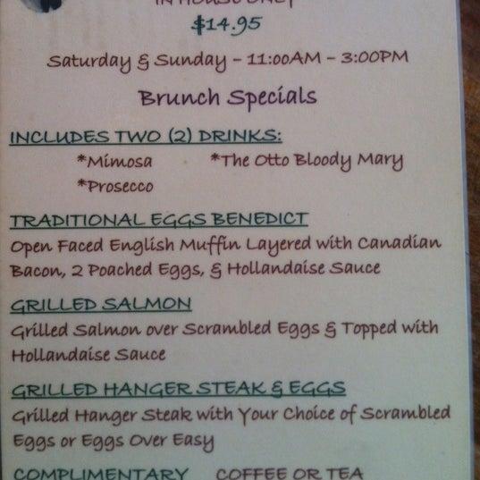Foto diambil di Ottomanelli's Wine & Burger Bar oleh Danny L. pada 4/29/2012