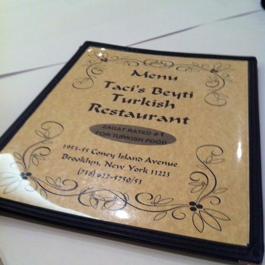 Das Foto wurde bei Taci's Beyti Restaurant von Kaan O. am 7/4/2012 aufgenommen