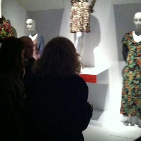 Foto scattata a Museum at the Fashion Institute of Technology (FIT) da Phoebus I. il 2/10/2012