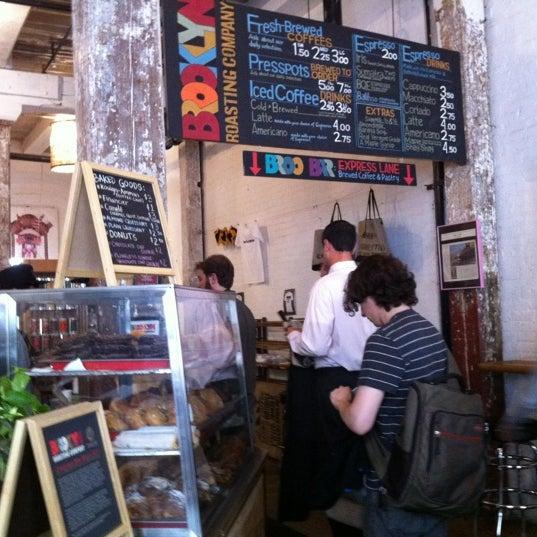 Das Foto wurde bei Brooklyn Roasting Company von Hide in D. am 5/30/2012 aufgenommen