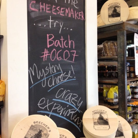 7/23/2012에 Sheana D.님이 Beecher's Handmade Cheese에서 찍은 사진