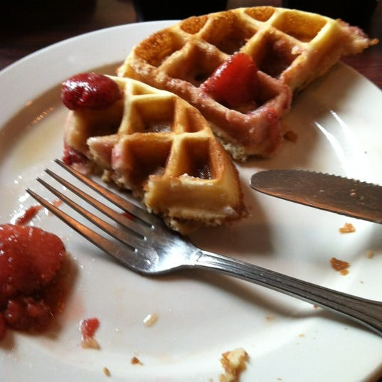 Photo prise au Horseshoe Pub & Restaurant par Sheryl M. le5/13/2012