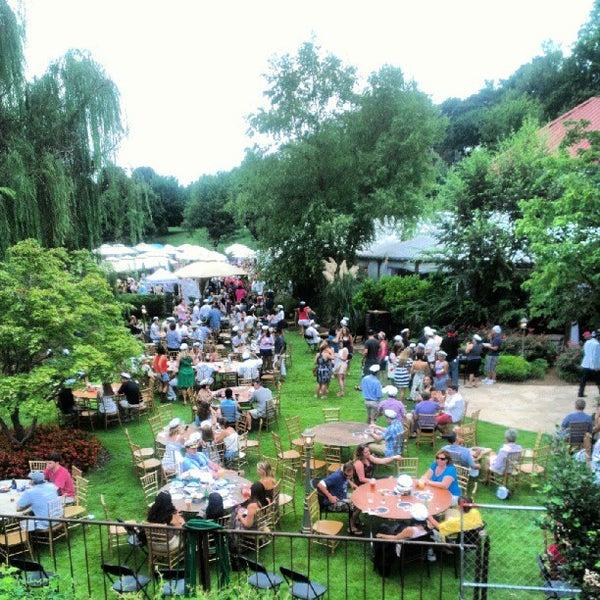 Photo prise au Park Tavern par Fadi M. le8/18/2012