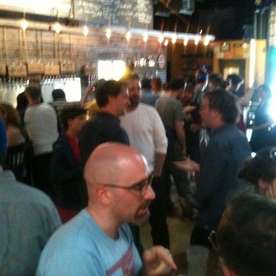 6/3/2012 tarihinde randy k.ziyaretçi tarafından Brooklyn Tap House'de çekilen fotoğraf