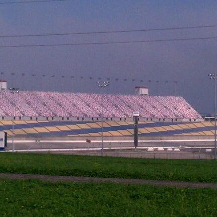 3/25/2012にfeather in the wind E.がKentucky Speedwayで撮った写真