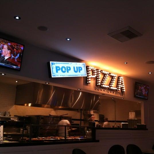 Снимок сделан в Pop Up Pizza пользователем Rob M. 7/14/2012