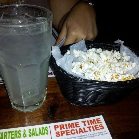 Foto diambil di Ottomanelli's Wine & Burger Bar oleh La Pecosa Preciosa pada 8/30/2012