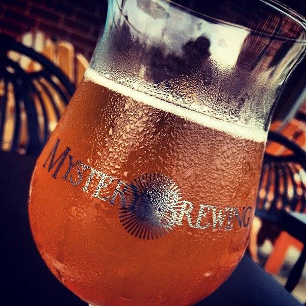 รูปภาพถ่ายที่ Tyler's Restaurant & Taproom โดย Chris M. เมื่อ 8/20/2012