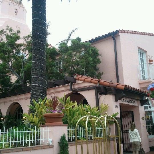 Снимок сделан в La Valencia Hotel пользователем Mitch W. 7/12/2012