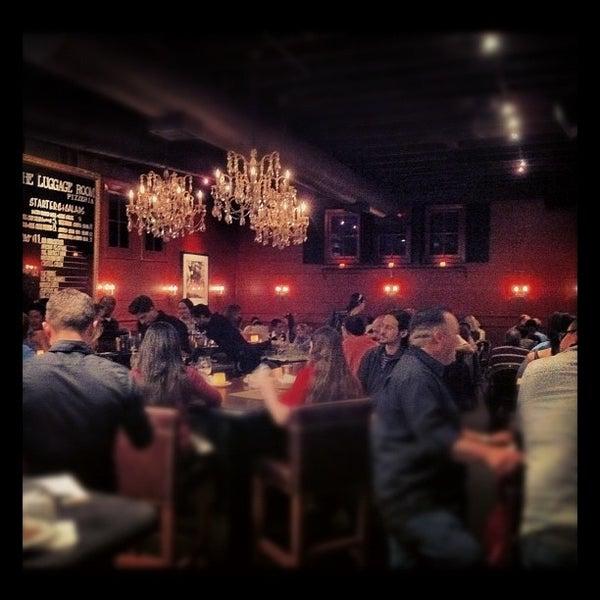 5/22/2012 tarihinde Eric T.ziyaretçi tarafından The Luggage Room Pizzeria'de çekilen fotoğraf