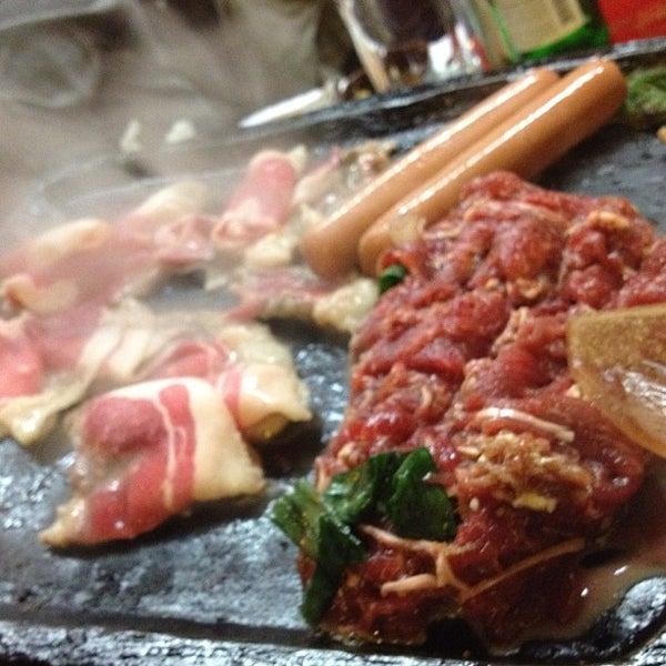 Foto scattata a Hae Jang Chon Korean BBQ Restaurant da Eric J. il 2/26/2012