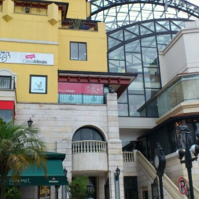 Foto diambil di Atlantis Plaza oleh Andrés Q. pada 5/18/2012