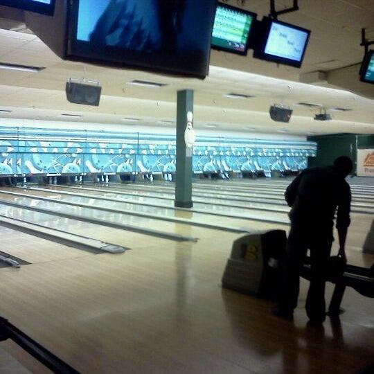 รูปภาพถ่ายที่ Park Tavern Bowling & Entertainment โดย Jason D. เมื่อ 2/13/2012