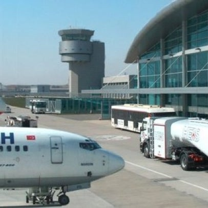 Снимок сделан в Аэропорт Стамбул им. Сабихи Гёкчен (SAW) пользователем 🔱 مراد زنغين 🔱 Murad D. 5/23/2012