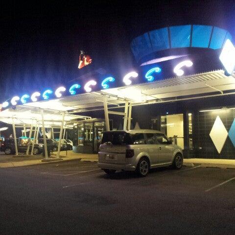 Снимок сделан в Superdawg Drive-In пользователем Jaycee M. 7/24/2012