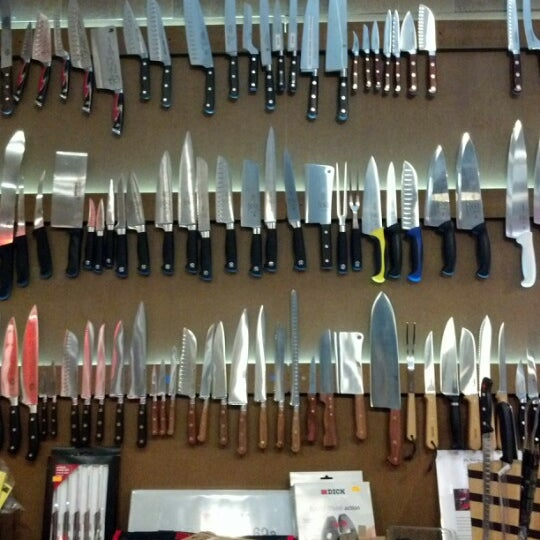 Das Foto wurde bei Bowery Kitchen Supplies von Brienne Lee B. am 8/12/2012 aufgenommen