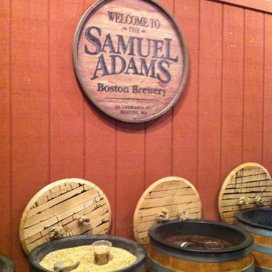 Foto tirada no(a) Samuel Adams Brewery por JAMES S. em 6/14/2012