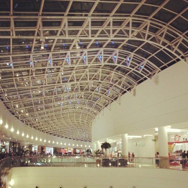 Foto tirada no(a) Shopping Palladium por Diego T. em 8/18/2012
