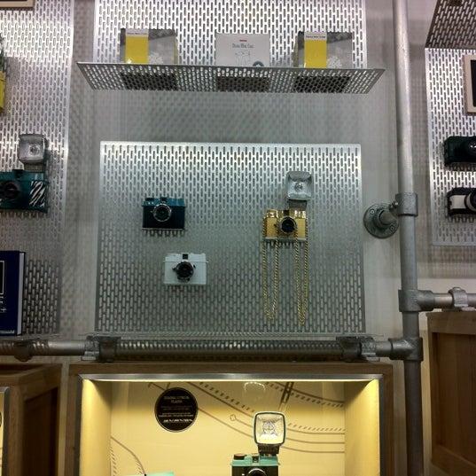 Photo prise au Lomography Embassy Store Istanbul par Pensacola E. le3/31/2012