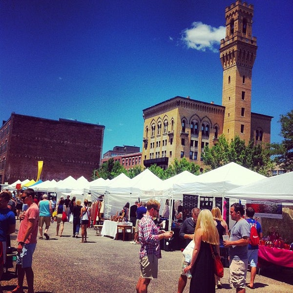 Foto tirada no(a) South End Open Market @ Ink Block por Steve G. em 6/24/2012
