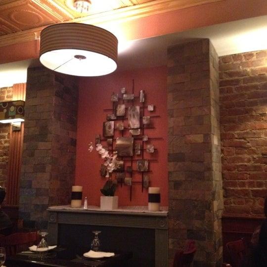 Снимок сделан в Ceci Italian Cuisine пользователем Camille R. 8/19/2012