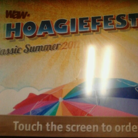 Foto scattata a Wawa da Gregory M. il 7/16/2012