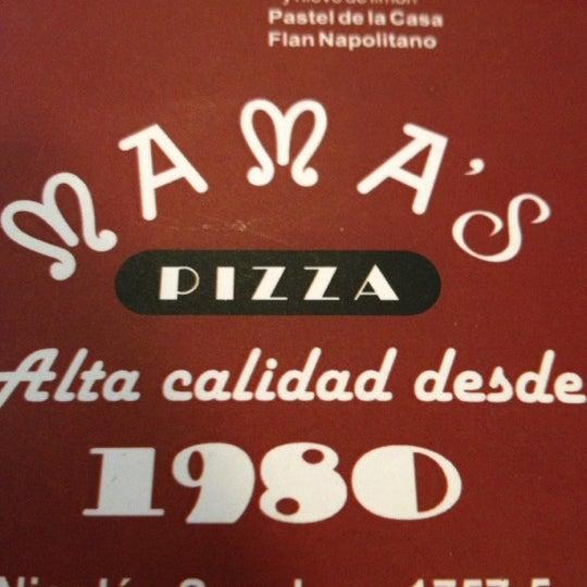 Снимок сделан в Mama's Pizza пользователем Jaffer P. 4/10/2012