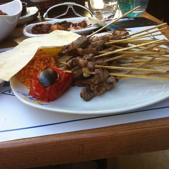 Foto tirada no(a) Topçu Restaurant por Fatih S. em 9/2/2012
