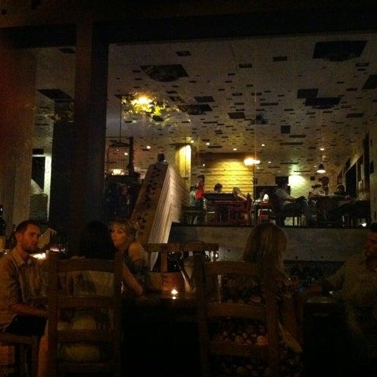 Foto diambil di La Gabinoteca oleh Javier A. pada 6/16/2012