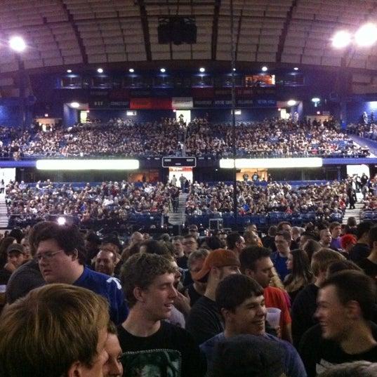 รูปภาพถ่ายที่ Allstate Arena โดย Brian M. เมื่อ 5/5/2012