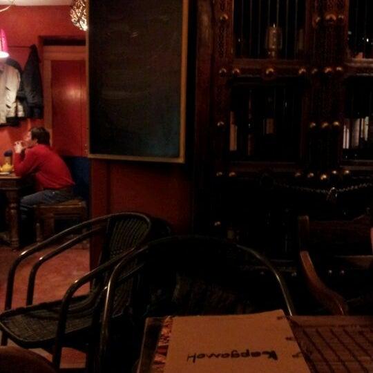 Снимок сделан в Кофейня «Кардамон» и лавка «Коллекция Пустяков» пользователем D G. 4/25/2012