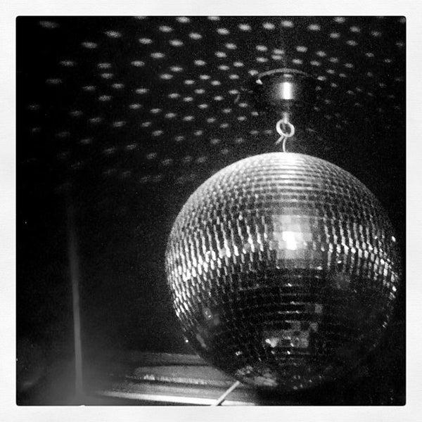 Das Foto wurde bei Nowhere Bar von Jason H. am 7/11/2012 aufgenommen