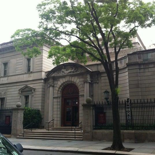 5/30/2012 tarihinde Joanna F.ziyaretçi tarafından The Frick Collection'de çekilen fotoğraf