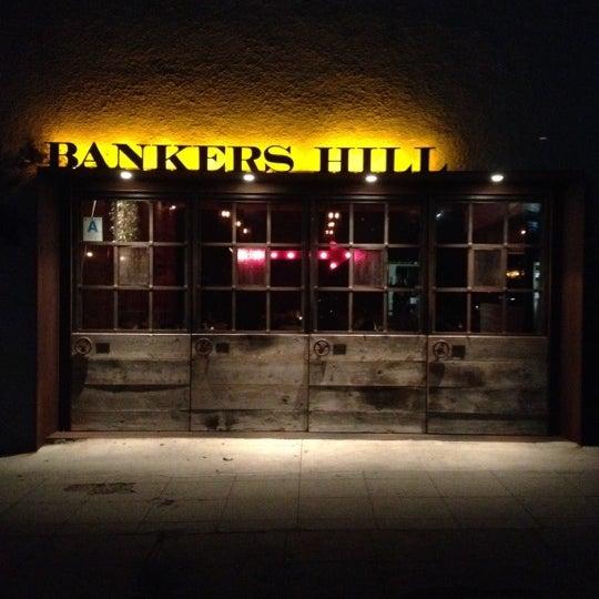 Foto tirada no(a) Bankers Hill Bar & Restaurant por Jessica M. em 3/28/2012