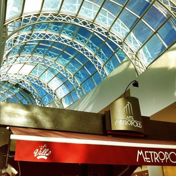 Foto tirada no(a) Shopping Crystal por CICERO C. em 6/24/2012
