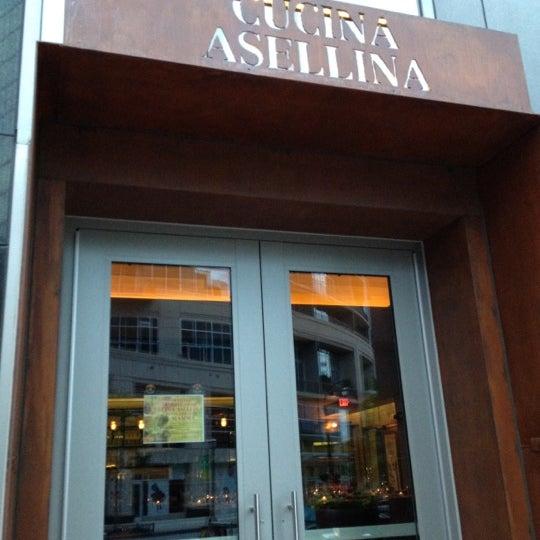 Foto tirada no(a) Cucina Asellina por Scott B. em 5/7/2012