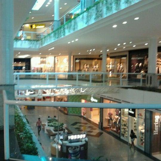 Foto tirada no(a) Flamboyant Shopping por Cassio M. em 4/24/2012